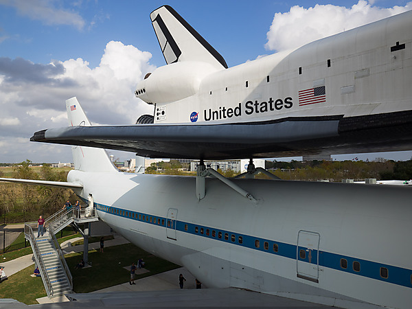 Shuttle Independence atop the Shuttle Carrier Aircraft
