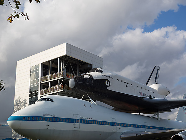Shuttle Independence sits atop the Shuttle Carrier Aircraft